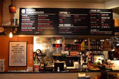 ハンバーガー屋のおしゃれな黒板看板